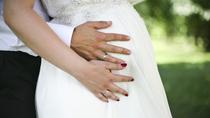 結婚式の準備中に妊娠発覚!?あわてないために今、知っておくべきこと